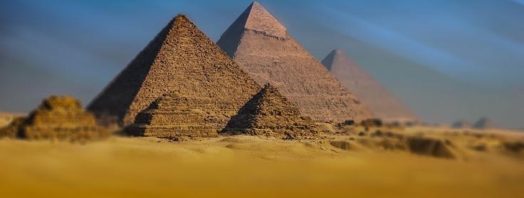 pyramide découverte en egypte il y a des années 3700 appartenant à